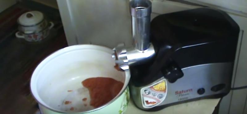 аджика из помидор, перца и чеснока
