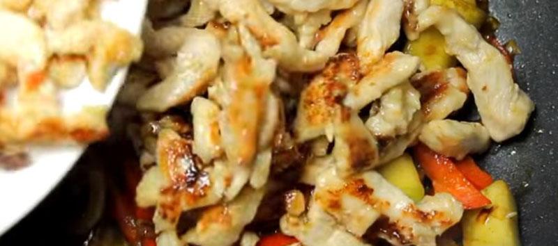 рагу с баклажанами, кабачками и курицей