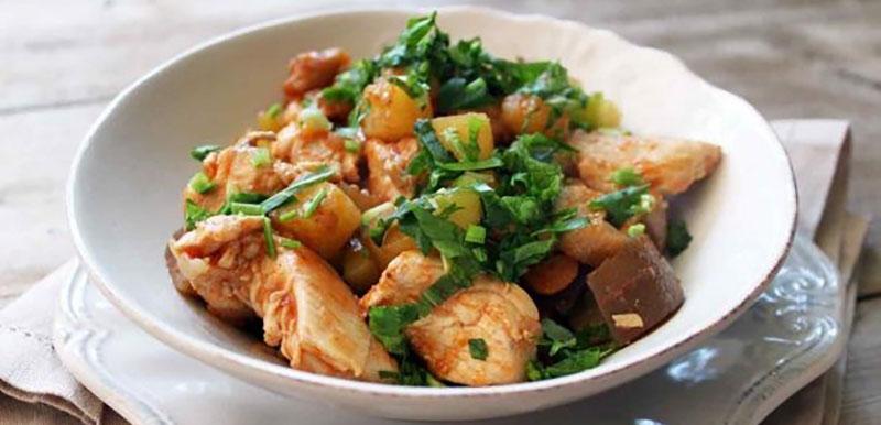 рагу с курицей, баклажанами, кабачками и картошкой