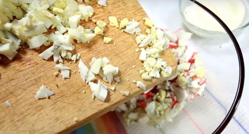 салат крабовый с морской капустой