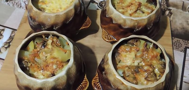 мясо в горшочках с картошкой и грибами