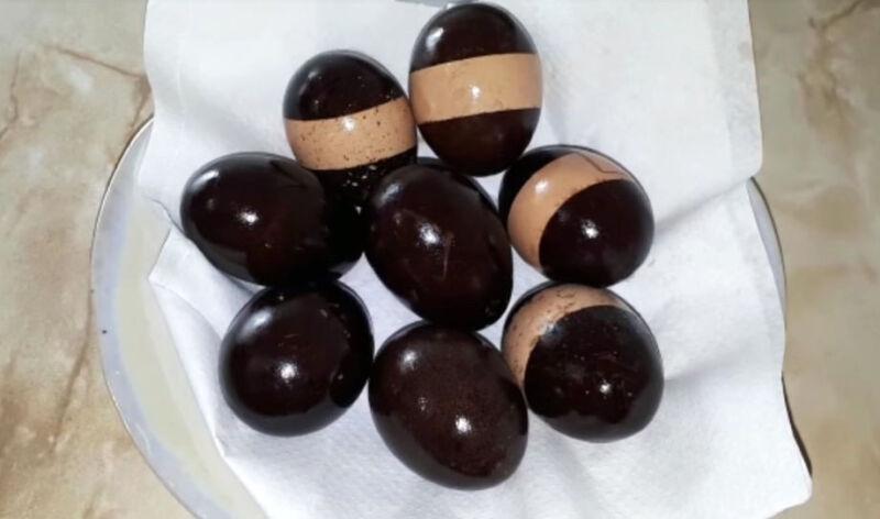 окрашивание яиц грецкими орехами