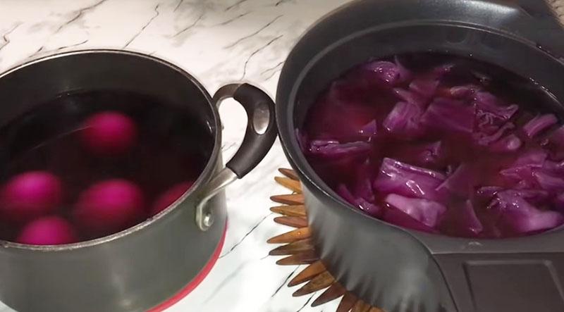 окрашивание яиц красно-кочанной капустой