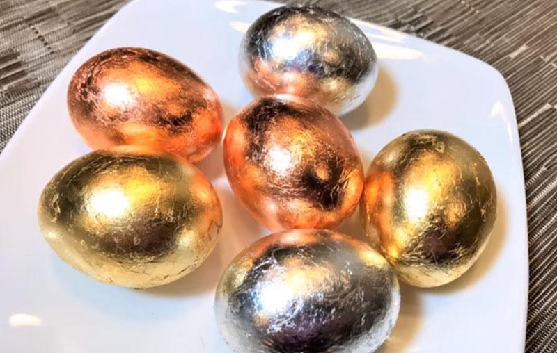 золотые и серебряные пасхальные яйца