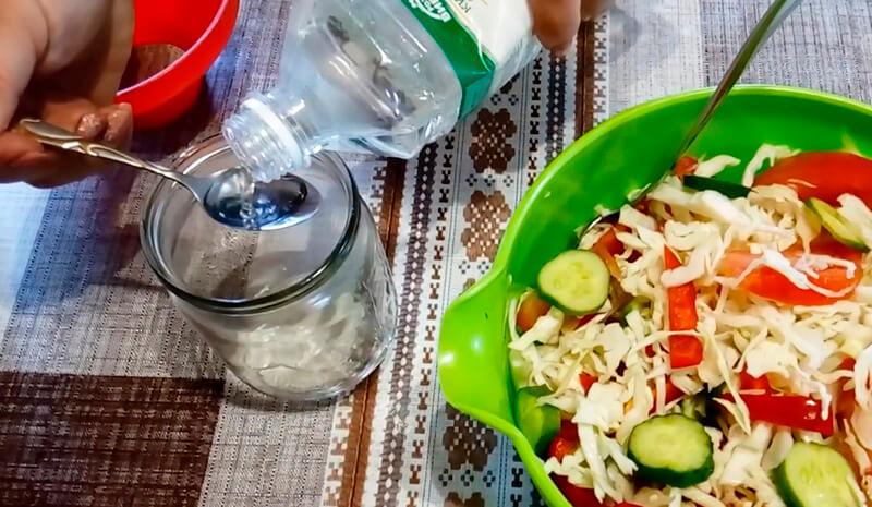 салат из капусты и помидоров
