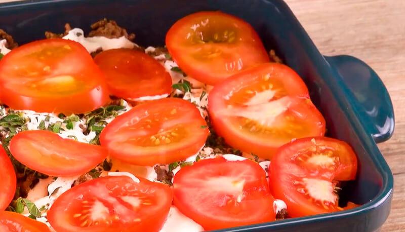 картофель с помидорами и сыром